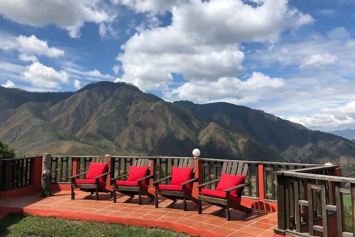 Hermosa Villa en las montaña