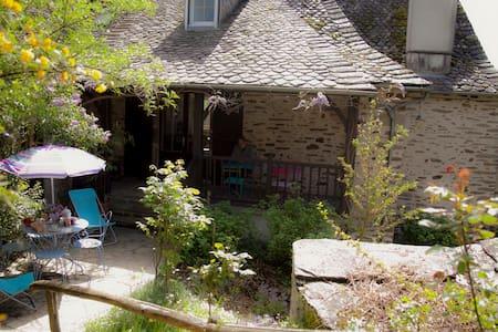 propriété de charme près de l'Abbaye de Conques - Saint-Parthem - Casa