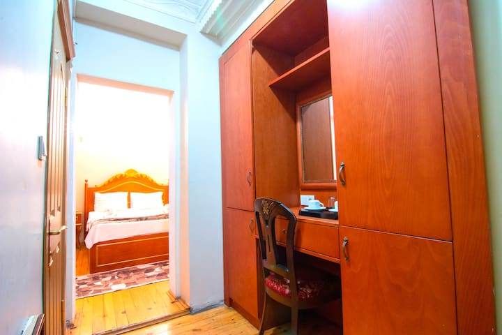 HİSTORİCAL SİNGLE OR DOUBLE ROOM WİTH BREAKFAST