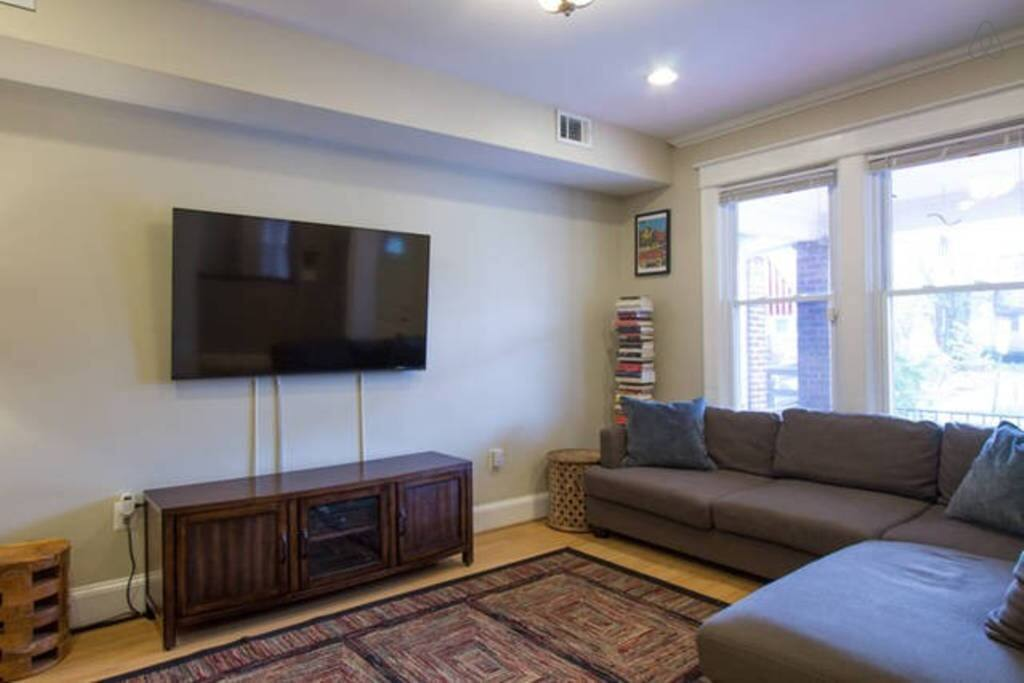 Living Room: 42'' Smart TV