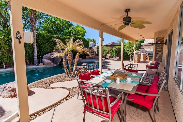 A Desert Oasis! Beautiful 4bed/3bath with a pool!