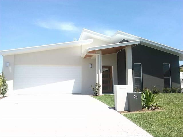 Modern Open Plan Family Home. 4 Bedroom  - Garden - Peregian Springs - Huis