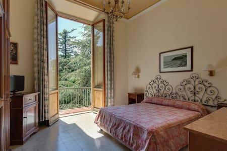 Giotto Park Hotel***, sulle colline di Firenze - Vaglia - Bed & Breakfast