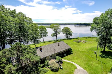 Island View Lodge - Spectacular Waterfront Retreat