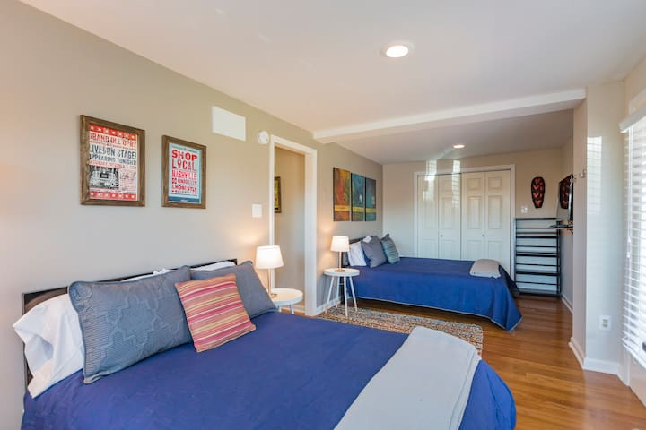 Private Entrance/ Room in East Nash Park Setting!