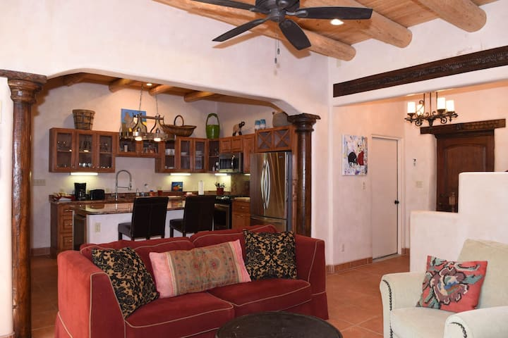 Eclectic Taos Villa 3 Bed/3 Bath #8 - タオス - 別荘