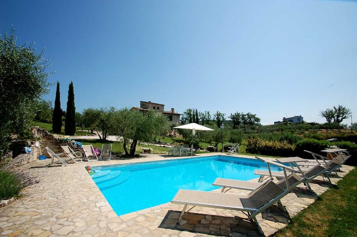 Detached villa with private pool, air cond & Wi-fi - Collazzone - Casa