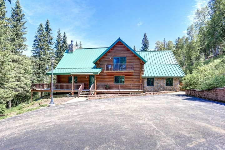 Bear Butte Gulch Lodge - Private cabin with gorgeous back yard area, large decks, scenic views and wonderful amenities!