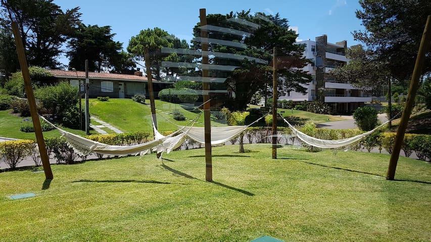 Hamacas paraguayas en el jardín