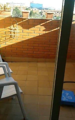 Habitación con terraza propia - Sant Joan Despí - Lägenhet