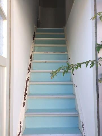 Sehr steile Treppe