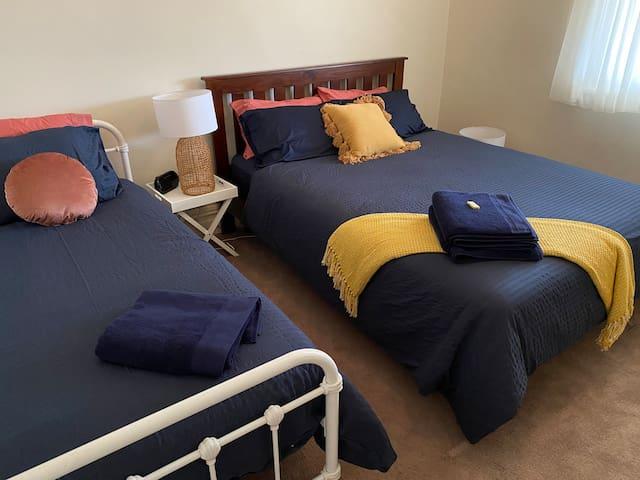 Bedroom 4 - Queen & Single