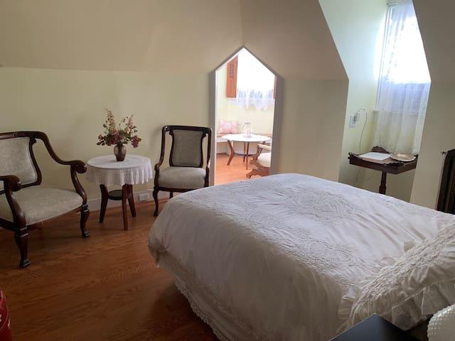 Gillis Grier Bed & Breakfast - The Turret Room