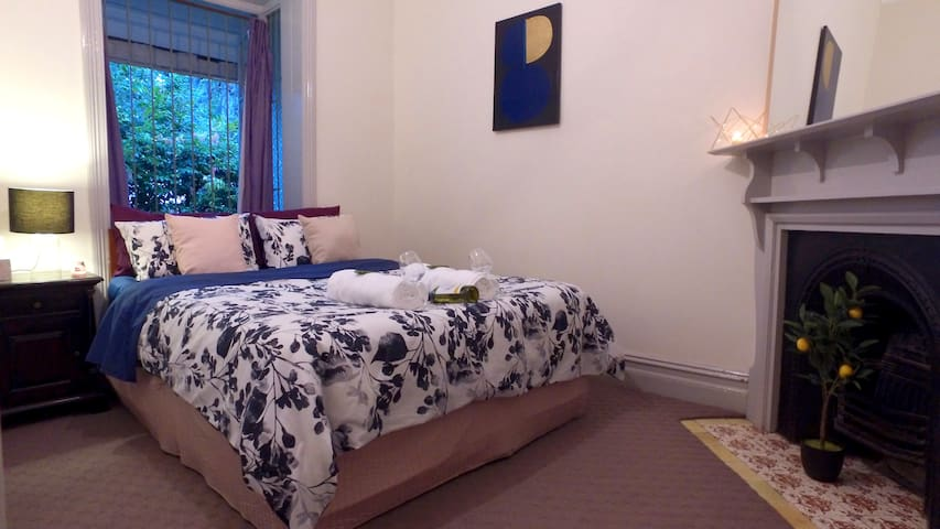 Large Master Bedroom in City Terrace!