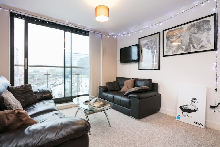 Arty + Cool City Centre Home, sleeps up to 4 - Salford - Appartement