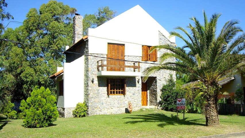 Alquilo excelente casa de piedra, con barbacoa. - Piriápolis - Natuur/eco-lodge