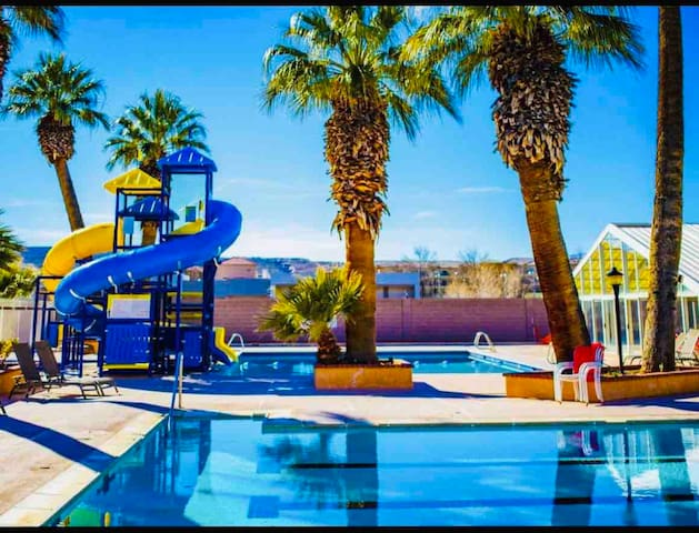 Amazing views! Las Palmas Resort! Quiet Top Floor!