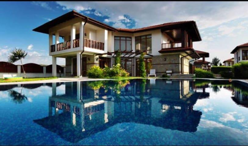 3 bdr seaside villa with pvt pool near Nesebar