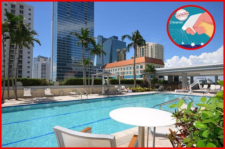 ★ EXCLUSIVE Large Luxury Water View FREE Parking ★