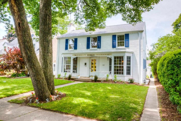 Cozy  Colonial Perfect for U.S. Open! - Whitefish Bay - Hus