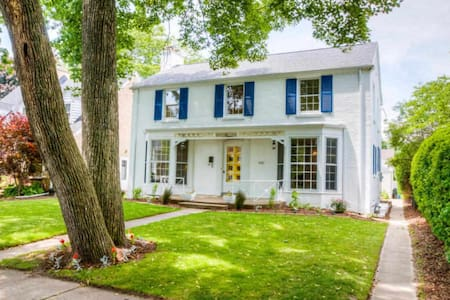 Cozy  Colonial Perfect for U.S. Open! - Whitefish Bay