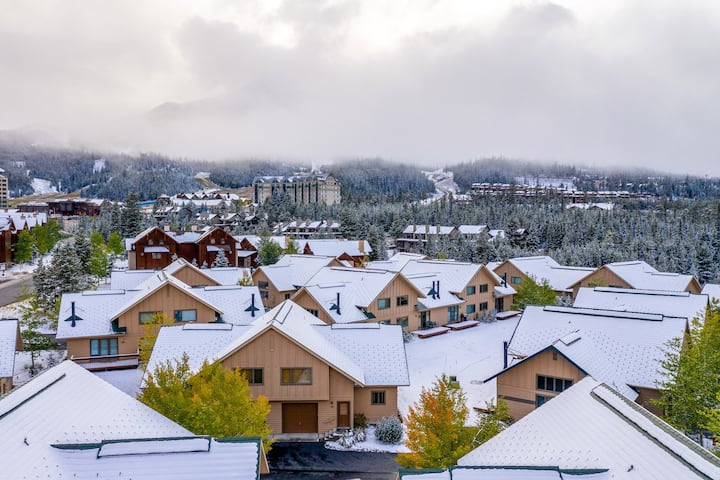 Ski-in/out townhome - perfectly situated in Big Sky Resort's Mountain Village!