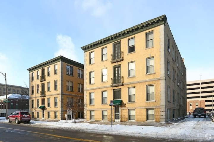 Boho Downtown 1BD Apt - Lansing - Appartement