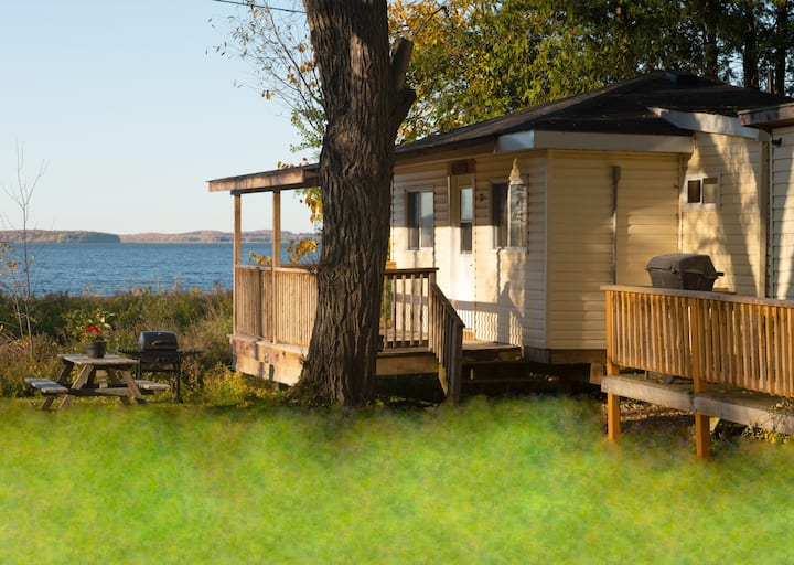 Scenic cottage direct lake view with pool access