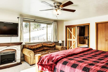 The Red Fir is our largest room.  King sized bed. The perfect room for the bride or the honeymoon. End of the hall privacy, Spectacular bathroom,  jetted tub/shower, room to do makeup and hair. Views and natural light. You'll want to stay forever.