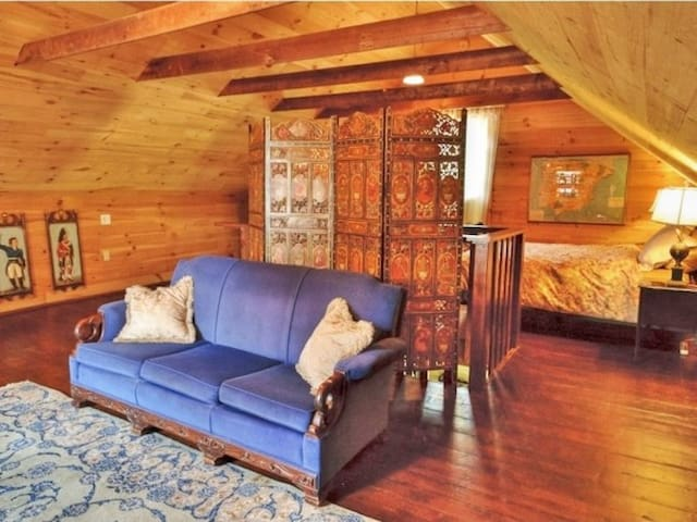 Centrally-located Victorian carriage house - Middlebury - Pensió