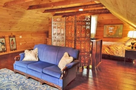 Centrally-located Victorian carriage house - Middlebury - Dům pro hosty