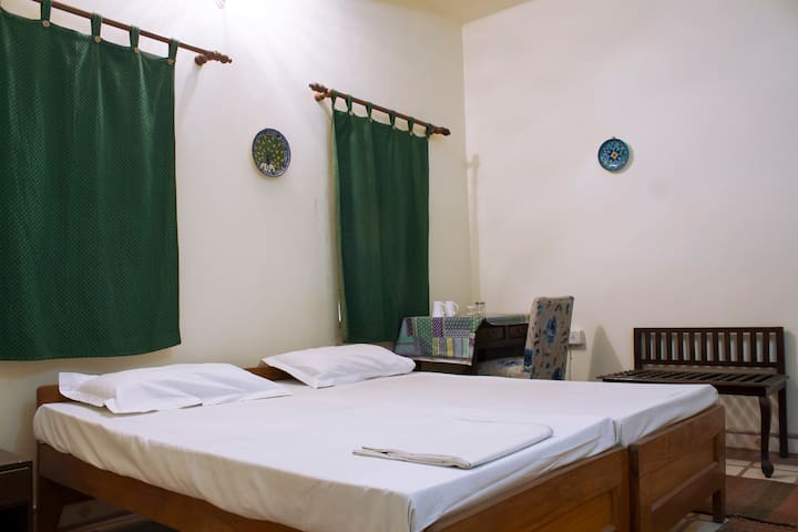 Budget room in old/walled Jaipur, Haveli Stay