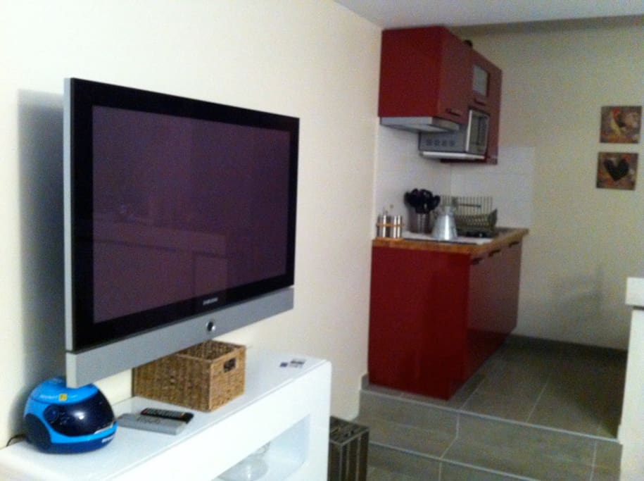 une grande TV