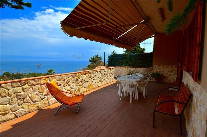 Apartment Indaco - house with sea view in Sant'Alessio Siculo - Sant'Alessio Siculo - Leilighet