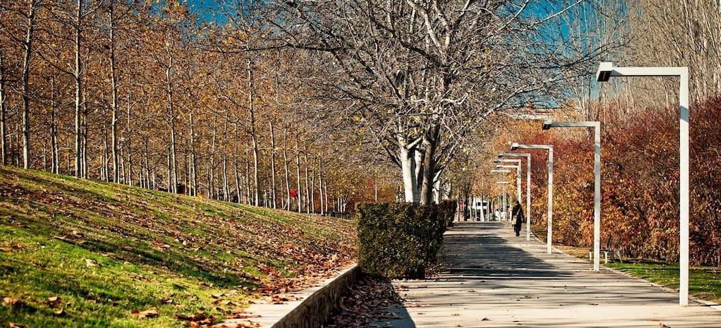 Confortable apartam. a solo 20 m de Plaza Cataluña - Sant Cugat del Vallès - Apartamento
