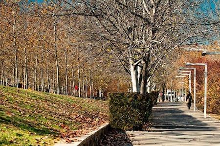 Confortable apartam. a solo 20 m de Plaza Cataluña - Sant Cugat del Vallès