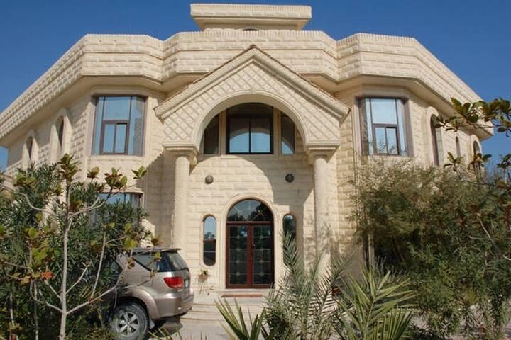 MooJee House (H)