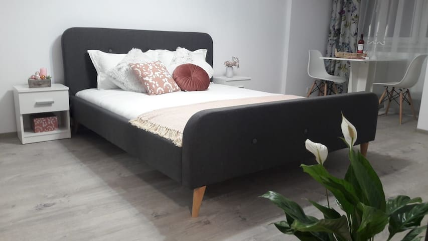 King size bed in the heart of the city