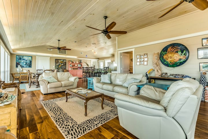 Canal-front home w/ pool & 2 large decks - walk to the beach, 2 dogs OK!
