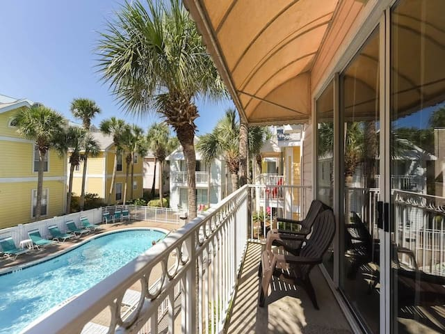 Charming cottage, Steps to the beach, Close to entertainment