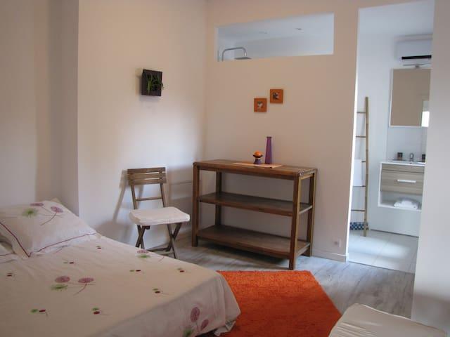 Chambre, salle de bain et cuisine privée - Aniane - Rumah Tamu