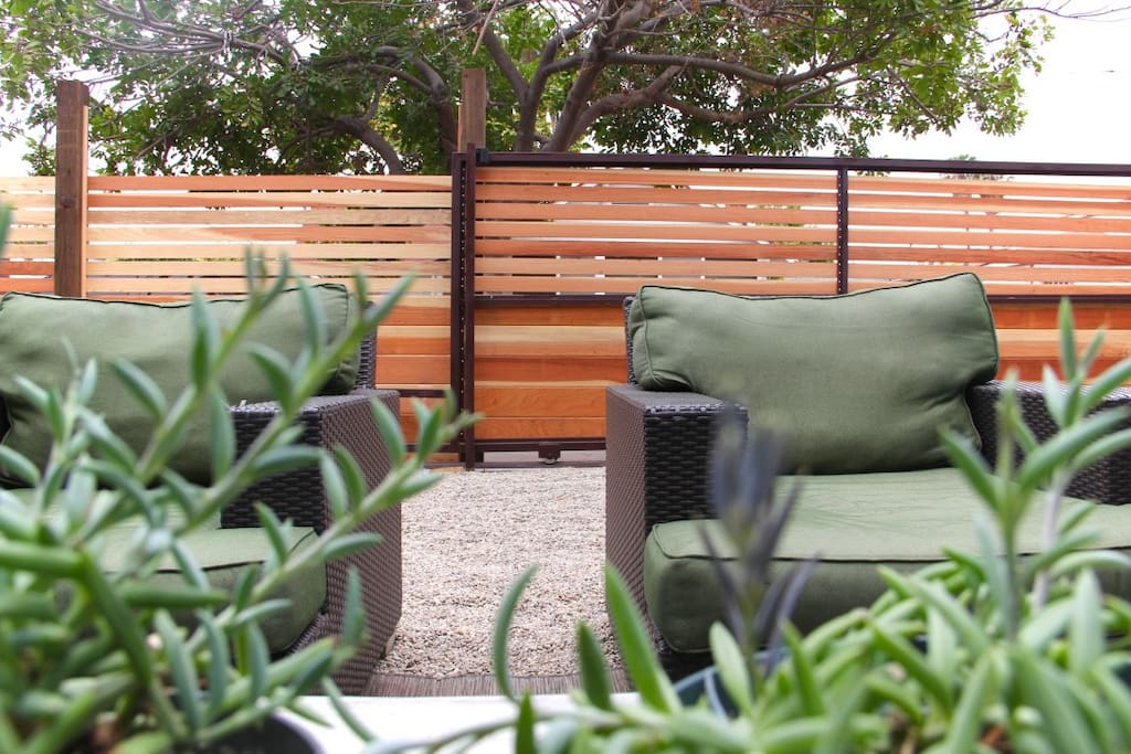 Outdoor relaxation area. Outdoor lounges in common area for guests. BBQ ready for use.