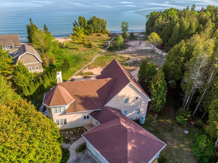 Stunning Lake Michigan Home, sleeps 20! Dunes abound!