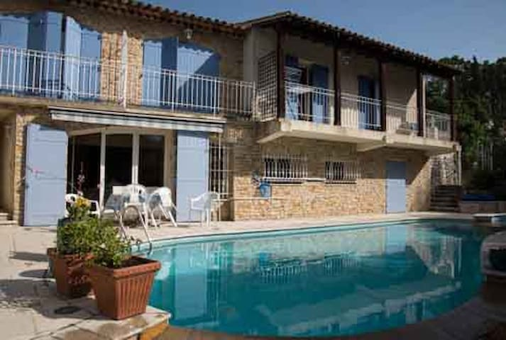 Villa sur les hauteurs du lac de Carcès
