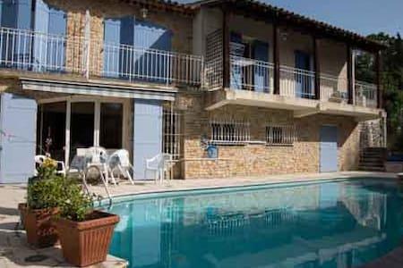 Villa sur les hauteurs du lac de Carcès - Carcès - Huvila