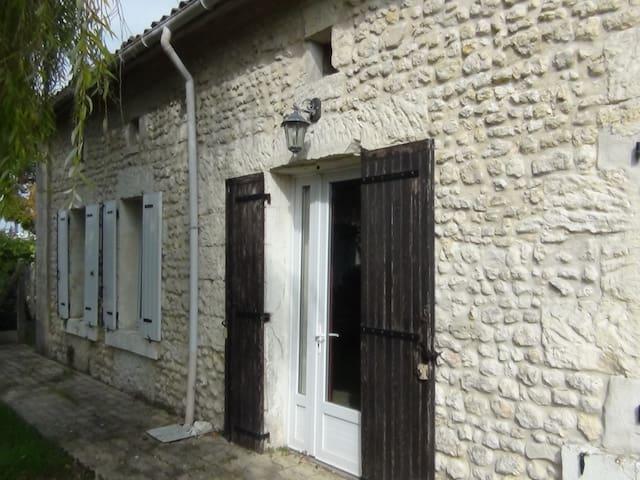 Chambre en Sud Charente maritime - Saint-Maigrin - Dom
