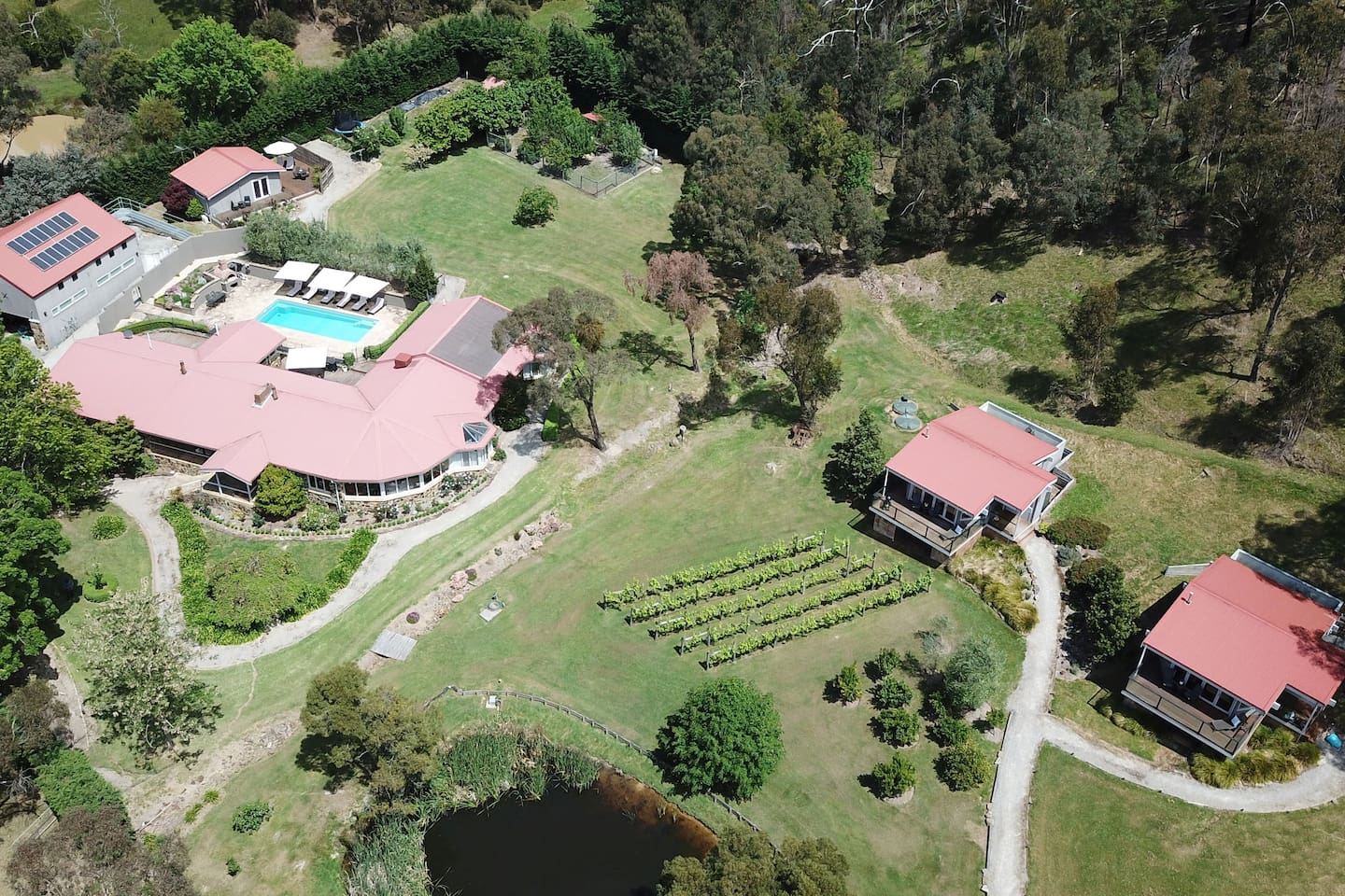 Araluen is a traditional B&B in the Yarra Valley. Property offers 3 self-contained spa villas & a Lodge with 4 rooms, each with private ensuite. Single or group bookings available. Ideal DIY intimate wedding venue or specialists in wedding group acc