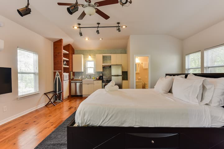 *SoCo* Guest House Studio-Walk 2 South Congress