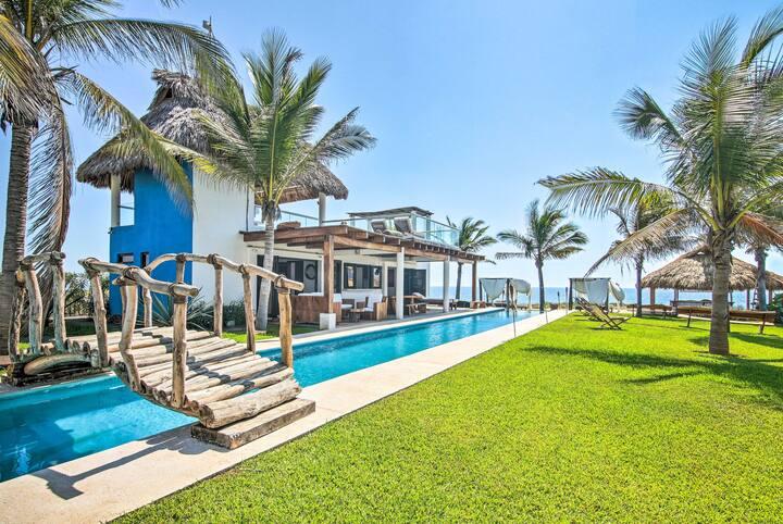 Beachfront Puerto Escondido Villa w/ Rooftop Pool!