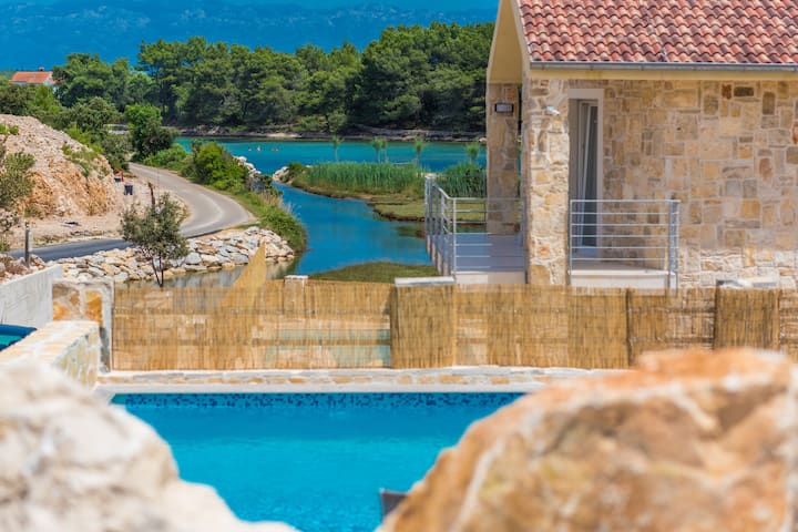 Fabulous seaview apartment with outdoor pool
